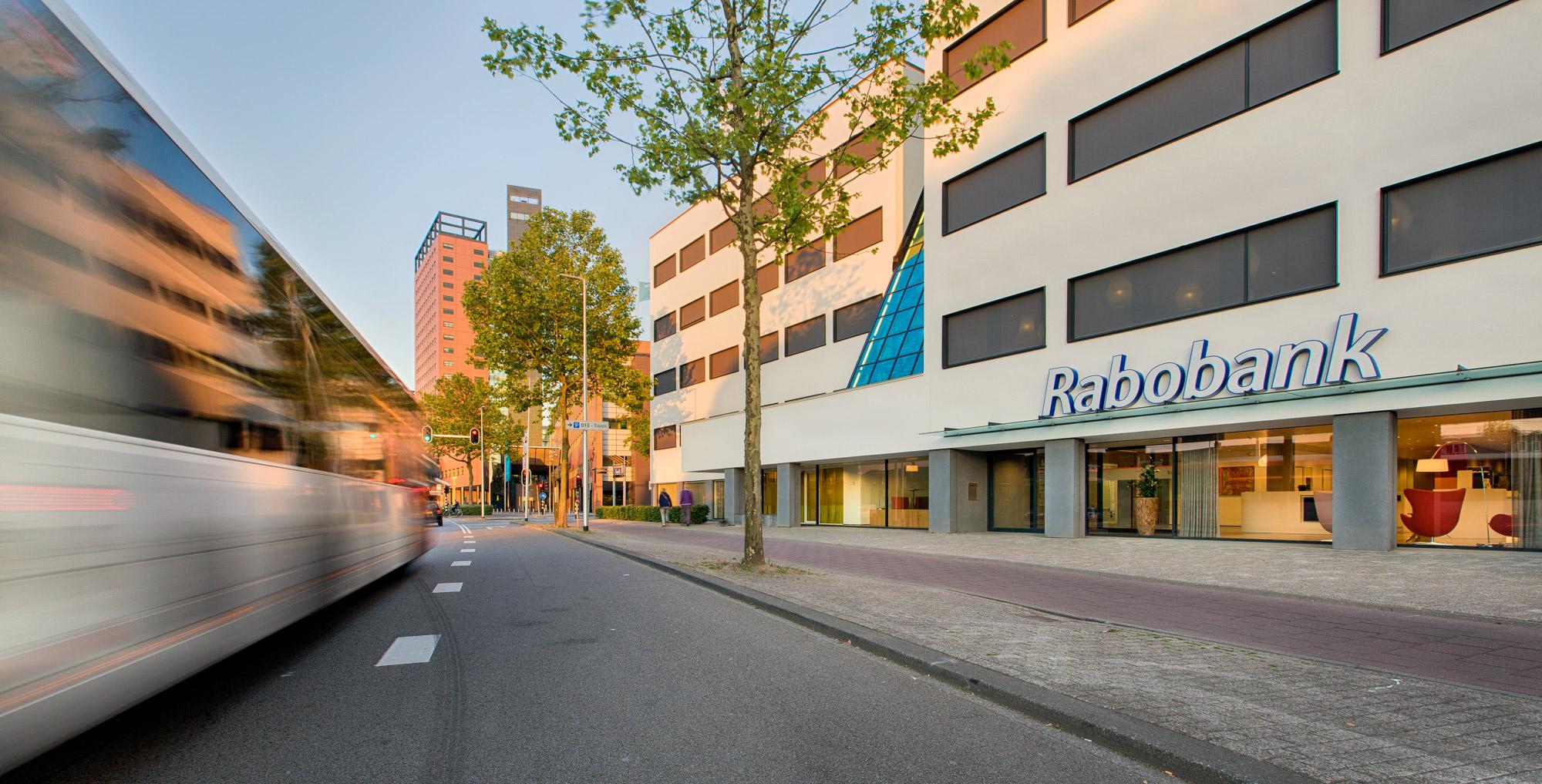 Architectuur foto van de Rabobank in Tilburg gemaakt tijdens een bedrijfsreportage door FischerFotografie.