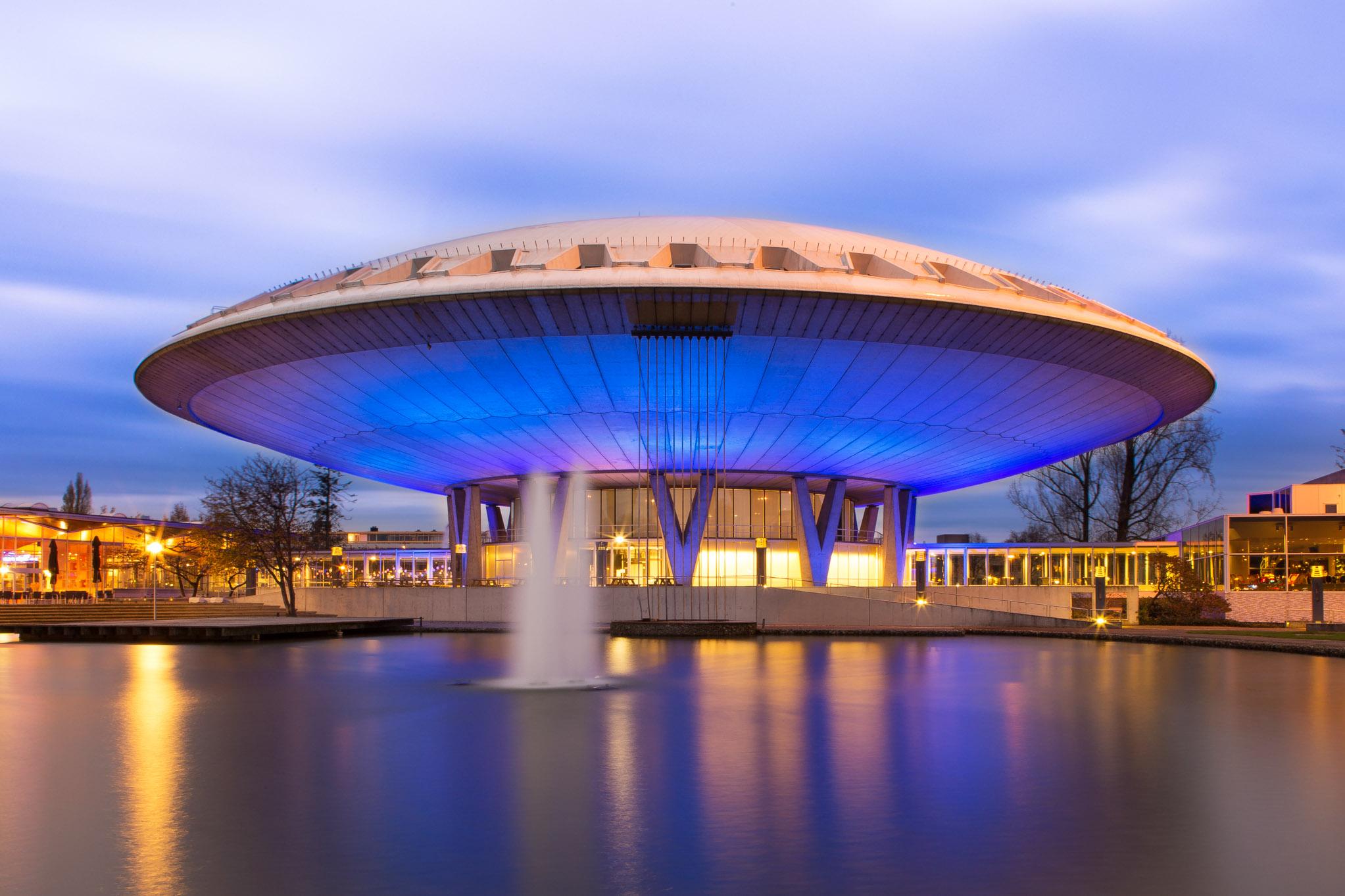 Architectonische foto van congressen en evenementen locatie het Evoluon in Eindhoven.