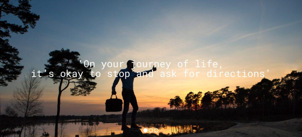 Sprekende foto van een zakenman in de natuur.