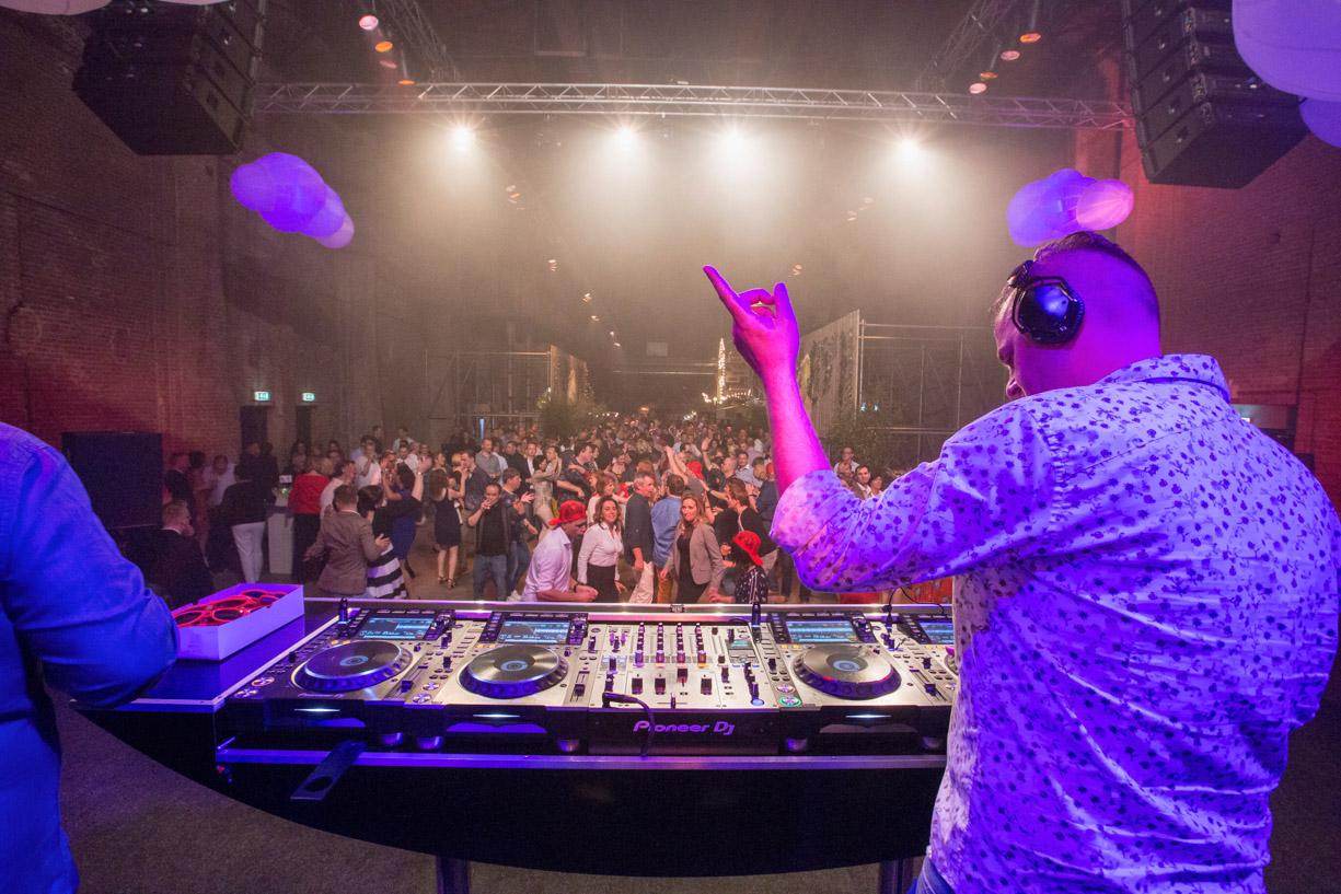 Q Music tijdens feestavond van een event voor bedrijven in CHV Noordkade.