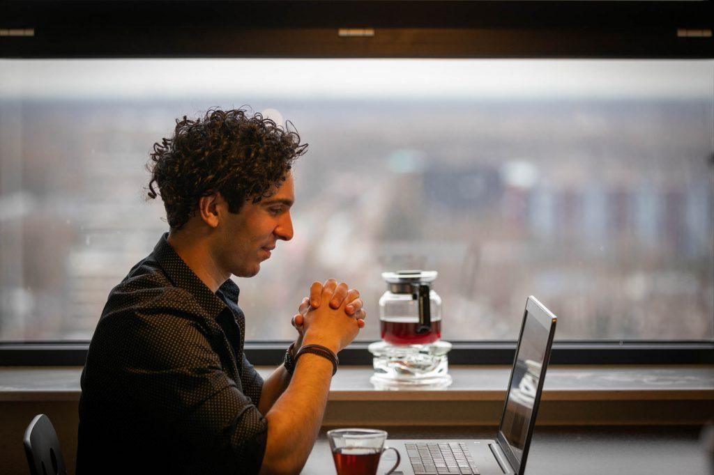 Zakelijke fotoshoot met laptop.